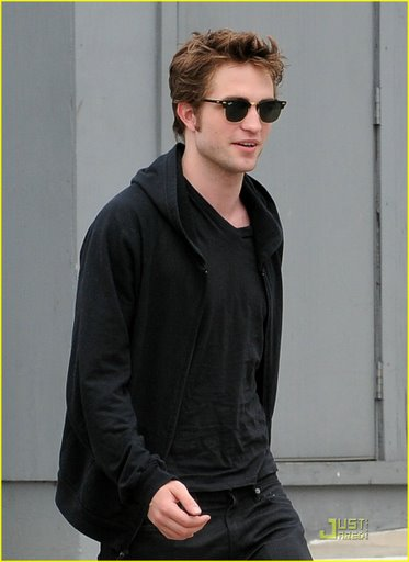 robert-pattinson-beverly-hills-buff-01