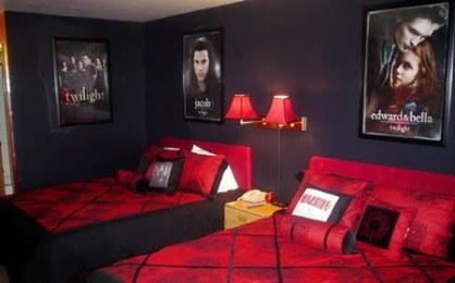 wilight_themed_hotel_room